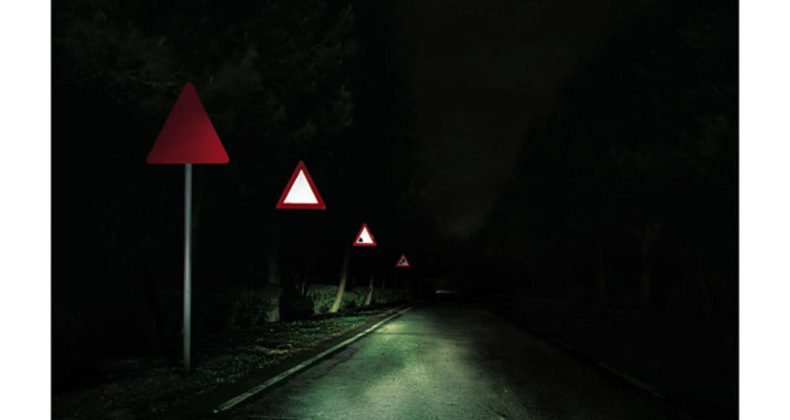 Stop/Traffic Light/Roadworks/Cliff