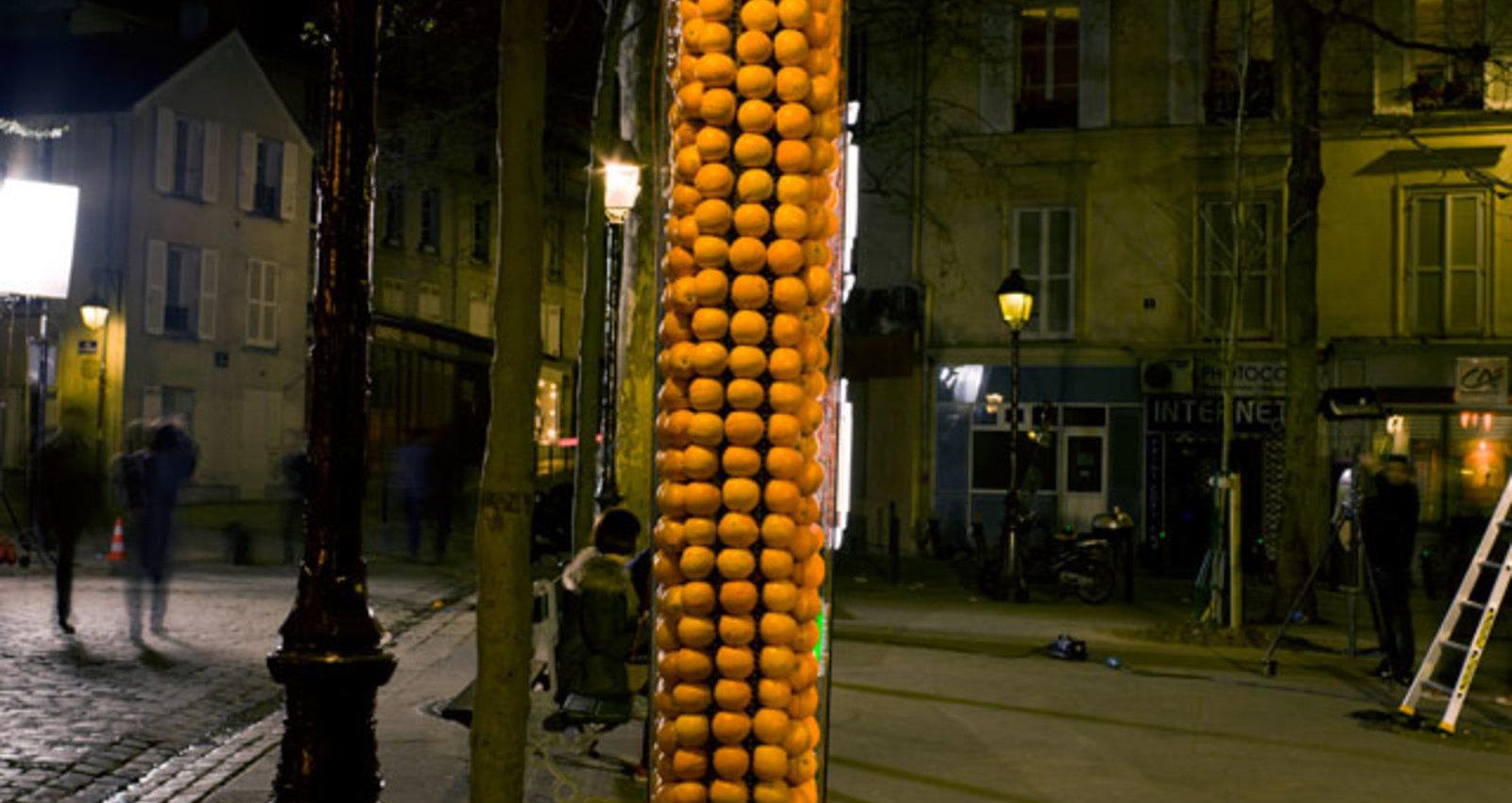 Billboard powered by oranges